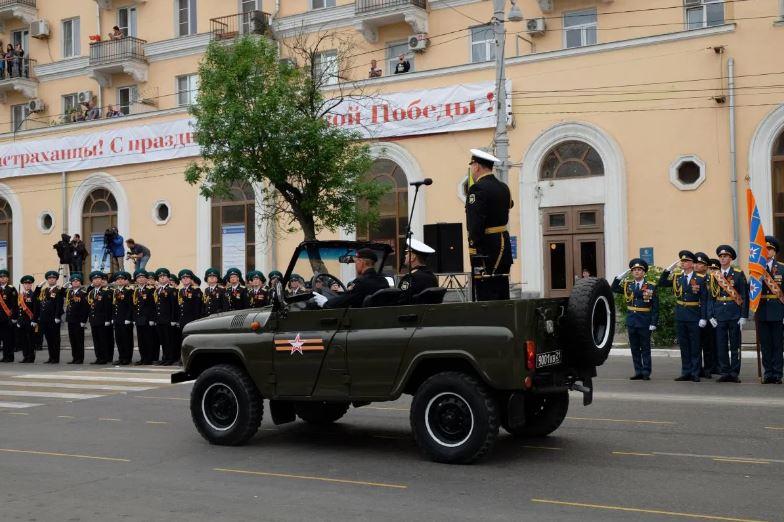 Парад 9 мая ко Дню Победы в Астрахани